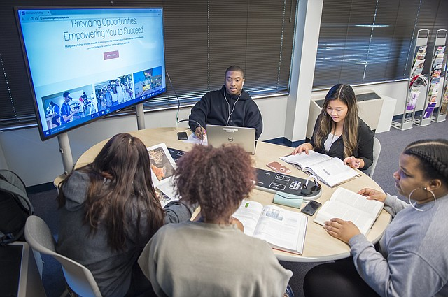 AULAS. En Montgomery College, la educación es personalizada.