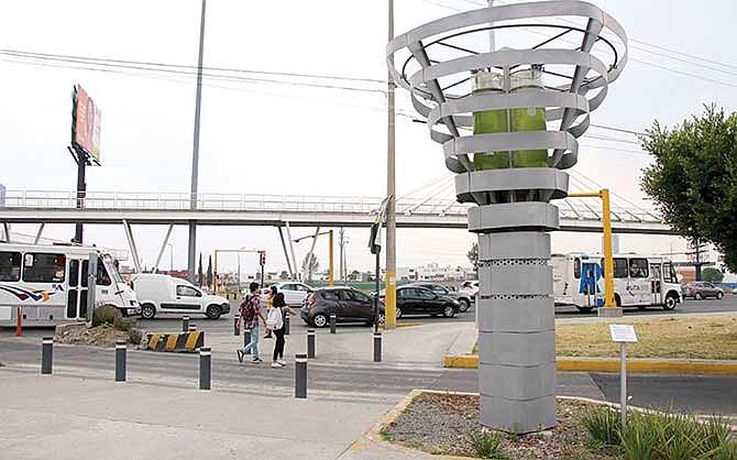 Instalan árboles artificiales para combatir la contaminación