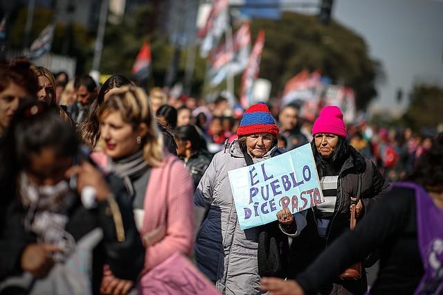 ECONOMÍA.Ciudadanos han rechazado las políticas económicas del presidente Mauricio Macri y por ello buscan alternar el poder.   Foto: Efe/Juan Ignacio Roncoroni.