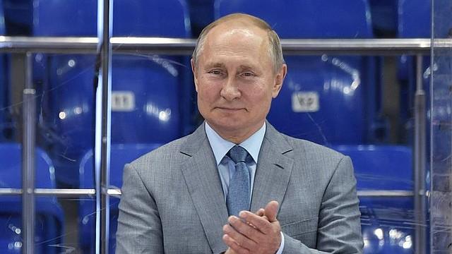 MUNDO. El presidente ruso Vladimir Putin asiste a la ceremonia de apertura del torneo de hockey sobre hielo de la Copa Mundial Juvenil de Clubes Sirius 2019