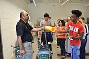 Gracias a esta visita los estudiantes aprendieron sobre oportunidades de carreras en Washington Gas. | FOTO: Cortesía WG