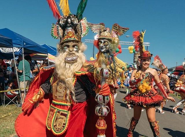 Coreografías. Cada año los grupos de danzantes cambian su vestimenta, sus coreografías y los pasos de baile.
