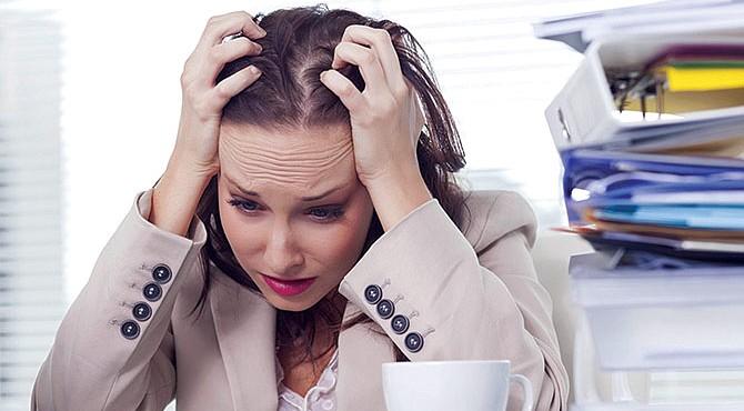 INEVITABLE. El estrés crónico ocurre cuando las exigencias continuas del entorno superan las reservas físicas y emocionales de niños y adultos.