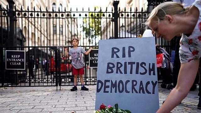 MUNDO. El gobierno del Reino Unido va a suspender al Parlamento después de las vacaciones de verano, una medida que podría impedir que los diputados voten en contra de un posible acuerdo de no-transacción Brexit