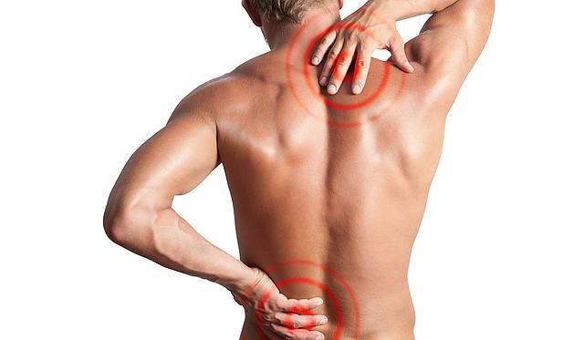 MOLESTIA. La mala postura y la presión puede hacer que los huesos o los discos se muevan