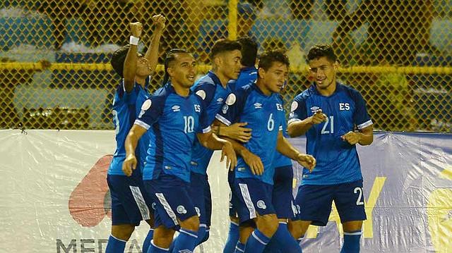 Jugadores de la Selecta celebran un gol ante la selección de Santa Lucía por la Liga de Naciones de Concacaf. | Foto EDH / Jorge Reyes