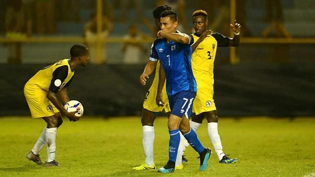 FUTBOL. El salvadoreño Darwin Cerén celebra su gol ante Santa Lucía. | Foto EDH/Jorge Reyes