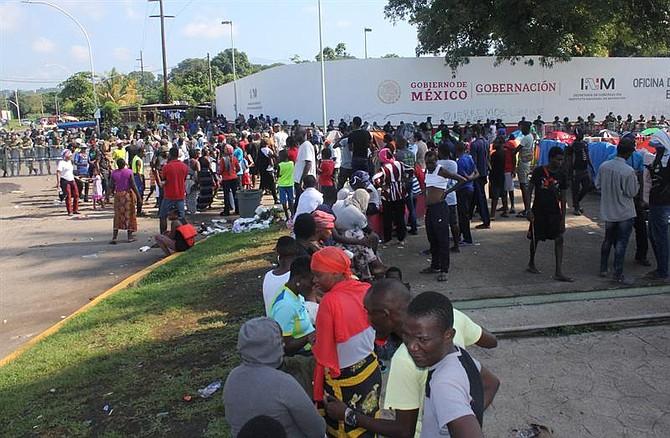 MIGRACIÓN. Según cifras de la Oficina estadounidense de Aduanas y Protección Fronteriza (CBP), las detenciones en la frontera sur de Estados Unidos se han desplomado 56% en los últimos cuatro meses, al pasar de 144 mil 266 aprehensiones en mayo a 63 mil 989 en agosto.