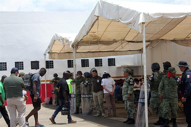 MEDIDAS. Guardia Nacional de México intenta controlar a inmigrantes.