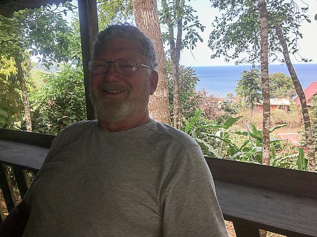 Ante la perspectiva de un costoso procedimiento dental en Maryland, el escritor Mike Salmon buscó fuera del país y terminó poniéndose cinco coronas en Costa Rica. (Cortesía de Mike Salmon)