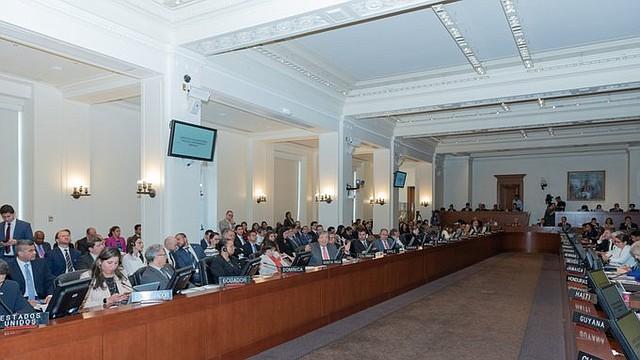 ACCIÓN. La representación de Costa Rica presentó una propuesta propuesta, junto a Chile y Perú, para enmendar resolución y excluir posible uso de la fuerza, lo que fue rechazado por la mayoría de los países miembros del TIAR.