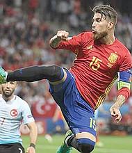 ENORME. Sergio Ramos, el defensa con alma de goleador, sigue cosechando records con la selección española que serán difícilmente superables en el futuro.