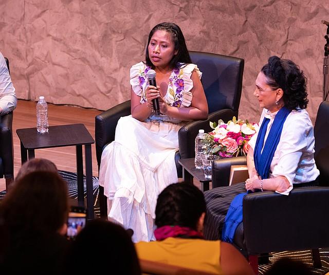 FAMOSOS. La actriz Yalitza Aparicio de Roma, visitó el REACH del Kennedy Center para una charla abierta al público.