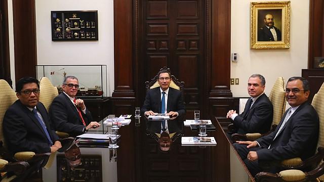 POLÍTICA.El presidente de Perú, Martín Vizcarra, ha sostenido conversaciones con el presidente del Congreso, Pedro Olaechea para buscar una solución a la crisis política / Crédito: Presidencia de Perú