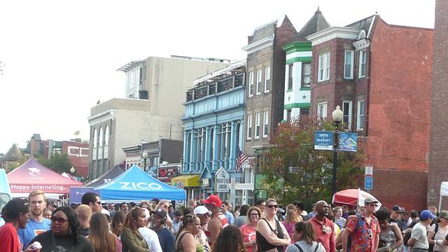 CELEBRACIÓN. El festival anual de Adams Morgan de este año atrajo a miles de personas ávidas por explorar diferentes culturas.