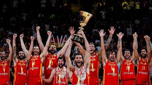 CELEBRACIÓN. EL cuadro europeo alzó su segundo título del mundo / EFE