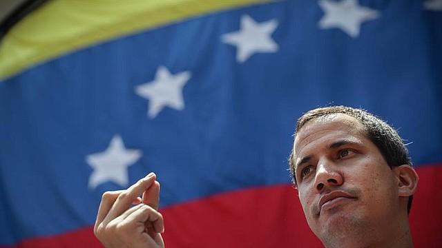 POLÍTICA. El presidente de la Asamblea Nacional de Venezuela, Juan Guaidó, pronuncia un discurso en una manifestación opositora este sábado, en Caracas