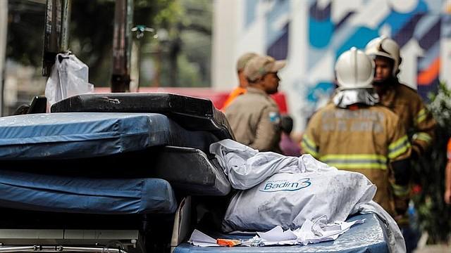 SUCESO. Según un informe pericial preliminar, el fuego se inició en un generador de energía situado en el sótano del hospital y ahora lo que se investiga son las causas del mismo y si se realizó la manutención del mismo de manera correcta.