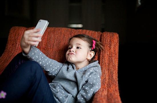 MALESTAR. La persona promedio pasa entre dos y cuatro horas al día leyendo o enviando mensajes de texto en su teléfono inteligente