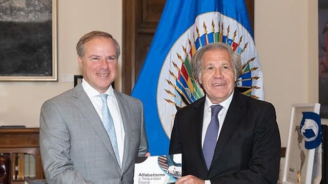 TECNOLOGÍA. La Organización de los Estados Americanos y Twitter lanzaron una guía para recomendar mejores prácticas en el uso de las redes sociales / Foto: Cortesía OEA