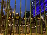 SEGURIDAD. Cientos de efectivos policiales redoblaron la seguridad en Lima y se enfrentaron a manifestantes a favor de la medida de Vizcarra / Milagros Meléndez para ETL