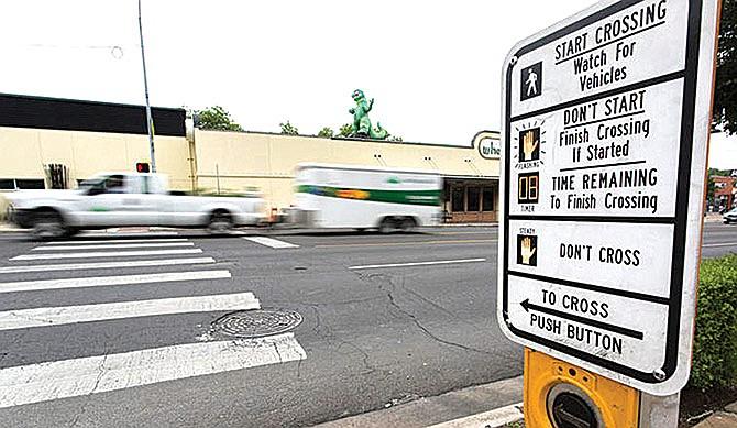 TxDOT alerta a conductores y peatones