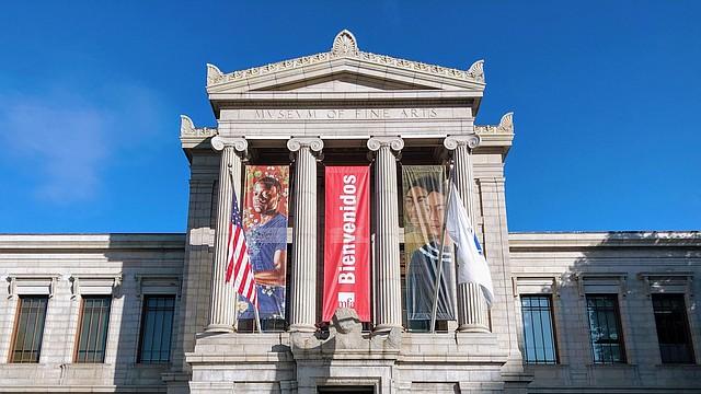 El Museo de Bellas Artes de Boston da la bienvenida a los asistentes a su evento LatinX
