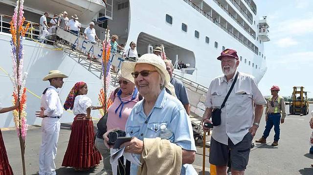 Algunos optaron por visitar los principales destinos turísticos de la zona occidental de El Salvador. Foto EDH/Jessica Orellana