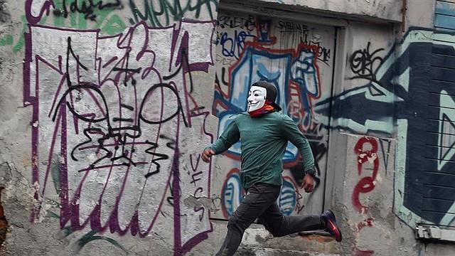 PROTESTAS. Fuerzas de seguridad retomaron el martes 8 de octubre el control de la sede de la Asamblea Nacional en Ecuador, después de que cientos de manifestantes indígenas asaltaran el edificio. | Foto: Efe/José Jácome.
