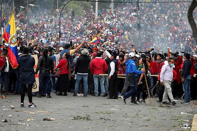 CONFLICTO. El lunes, Lenín Moreno movió la sede de su gobierno de Quito a Guayaquil, ante el recrudecimiento de las manifestaciones. | Foto: Efe/José Jácome.