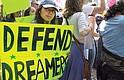 QUE SE QUEDEN. En los últimos siete años, más de 700,000 jóvenes inmigrantes han podido trabajar, asistir a la escuela, apoyar de lleno a sus familias y hacer contribuciones aún mayores a nuestras comunidades y a nuestro país, gracias a la protección temporal contra la deportación otorgada por el programa DACA.