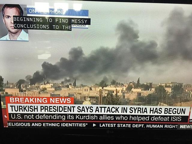 Foto de la transmisión de los ataques en televisión.