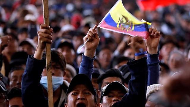 ECUADOR. Indígenas participan en una concentración el jueves 10 de octubre en la Casa Cultural de Quito. | Foto: Efe/Paolo Aguilar.