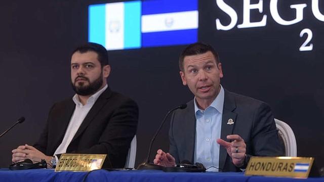 COOPERACIÓN. El secretario interino de Seguridad Nacional, Kevin McAleenan, durante la conferencia de prensa con los ministros de Seguridad de la región.   Foto EDH/Menly Cortez.