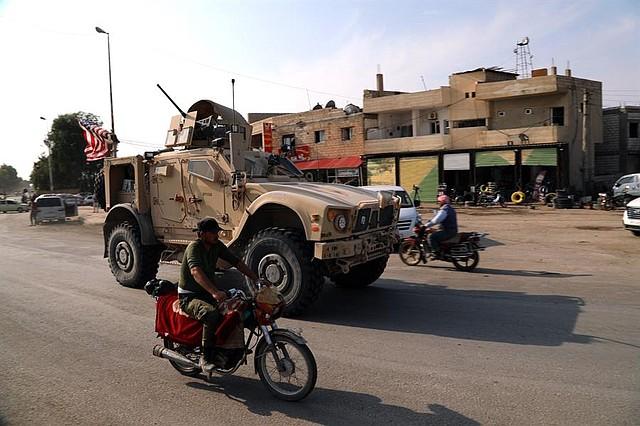 CONFLICTO. El presidente Donald Trump fue criticado incluso por republicanos por retirar su apoyo a las milicias kurdosirias, con quien mantuvo una alianza, tras ser atacadas por los turcos. | Foto: Efe.