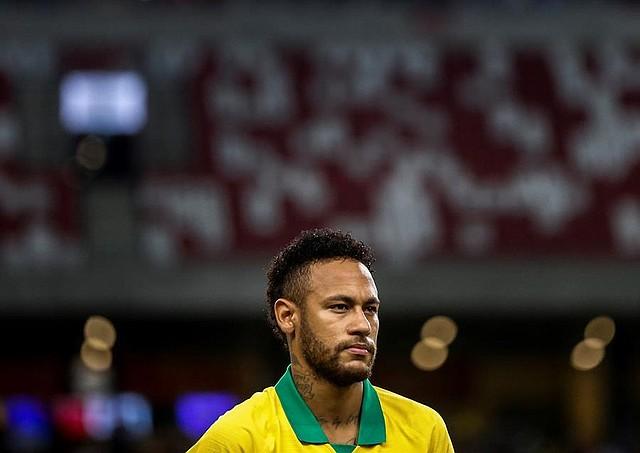 FÚTBOL. Neymar de Brasil durante un partido amistoso internacional entre Brasil y Nigeria en el Estadio Nacional de Singapur, 13 de octubre de 2019