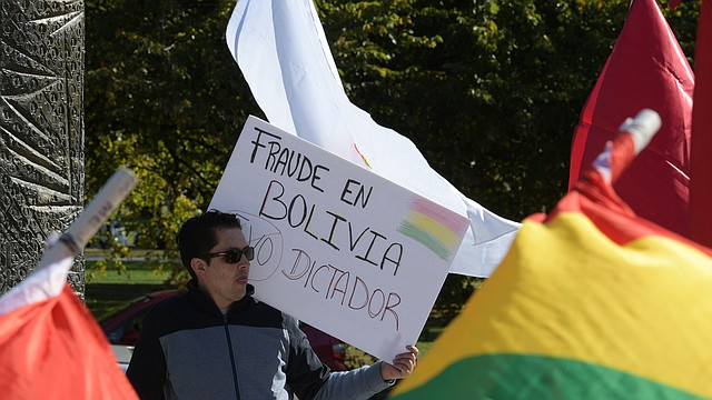 CAMBIO.Bolivianos se mantienen en las calles para exigir que se llame a una segunda vuelta electoral.