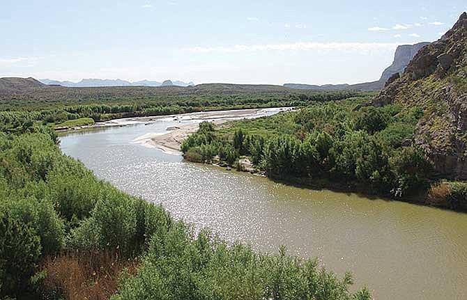 Muro fronterizo podría causar inundaciones