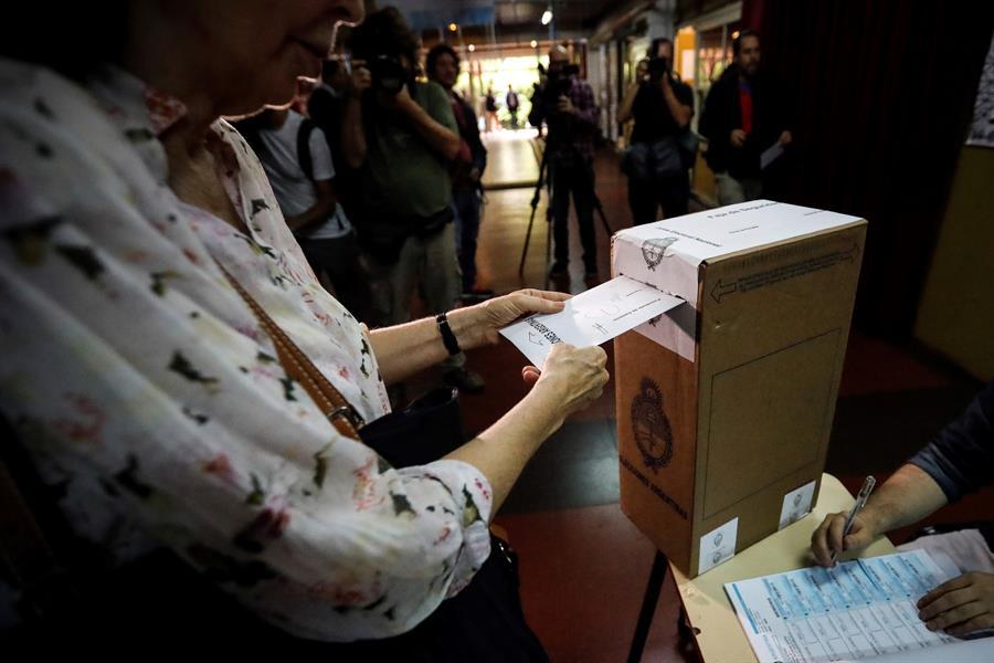 ARGENTINA. Los colegios electorales de Argentina abrieron a las 08.00 hora local (11.00 GMT) de este domingo para los comicios generales en los que se elegirán presidente y vicepresidente y se renovará parcialmente la composición del Parlamento