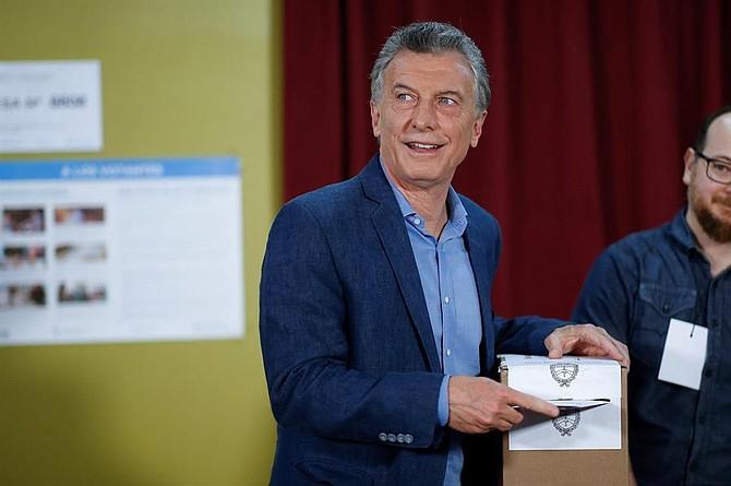 ELECCIONES. El presidente de Argentina y aspirante a la reelección Mauricio Macri vota hoy domingo en la ciudad de Buenos Aires (Argentina)