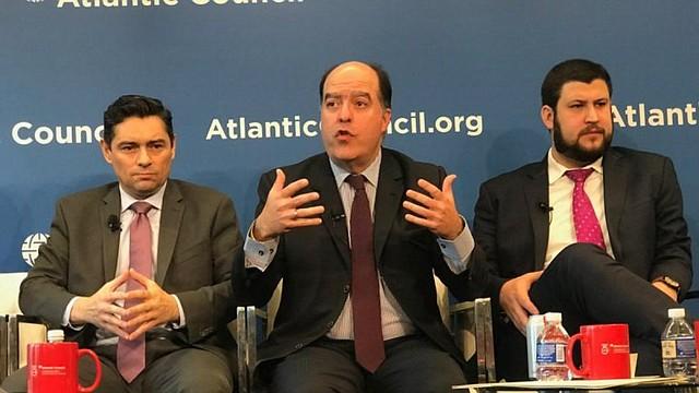 REUNIÓN. Borges y Vecchio ratificaron ante miembros del senado garantizar la protección de los ciudadanos venezolanos en los Estados Unidos, a través de mecanismos como el Estatus de Protección Temporal (TPS) ya aprobados en la cámara baja, mientras se conquista el cese de la usurpación.
