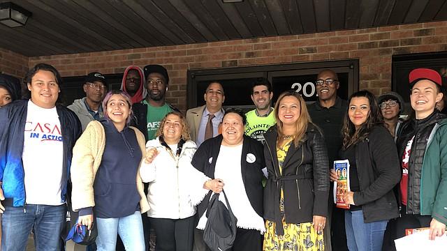 GRUPO. Candidatos y voluntarios movilizan el voto de los latinos.  | FOTO: CASA