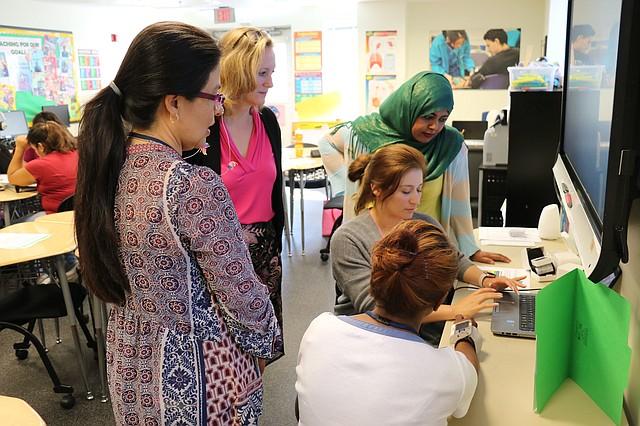 SALUD. La clase de quinto nivel de inglés pone énfasis en temas y vocabulario de salud. Foto: Cortesía Donald Ndebeka / C. Rosario C. S.