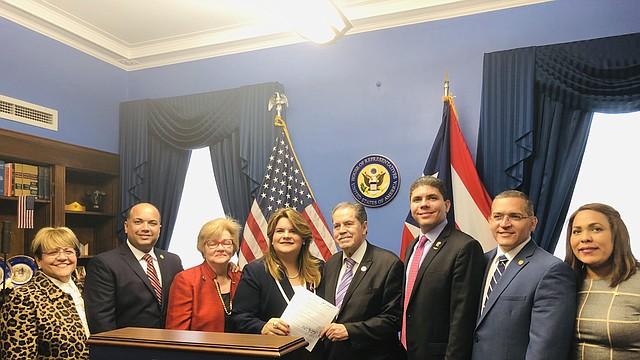 LÍDERES. Funcionarios del territorio continental y de la isla se reunieron con la comisionada González (centro). | Foto: Ana Núñez - ETL.