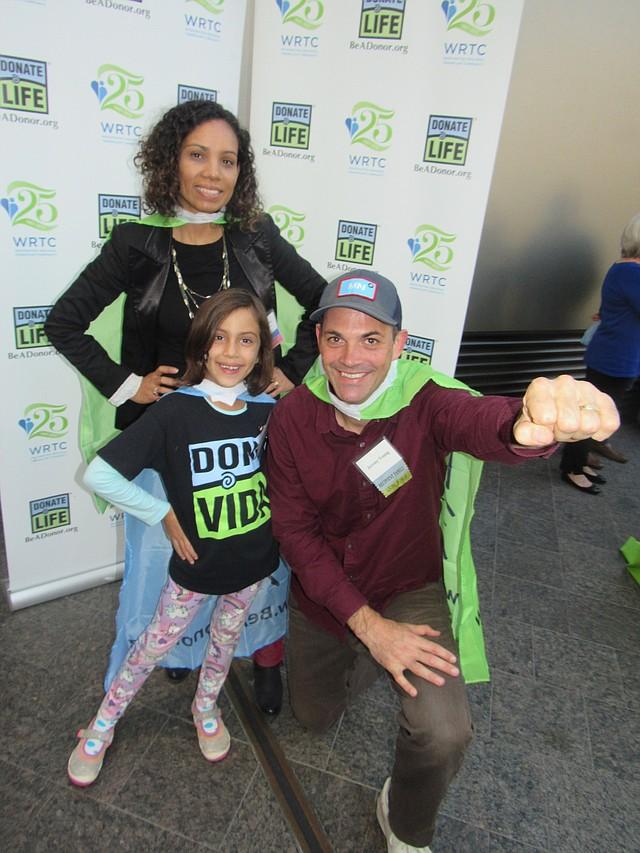 FAMILIA. Ileana Benítez recibió un riñón de su esposo Jeremy Young y pudieron tener a su hija Bela