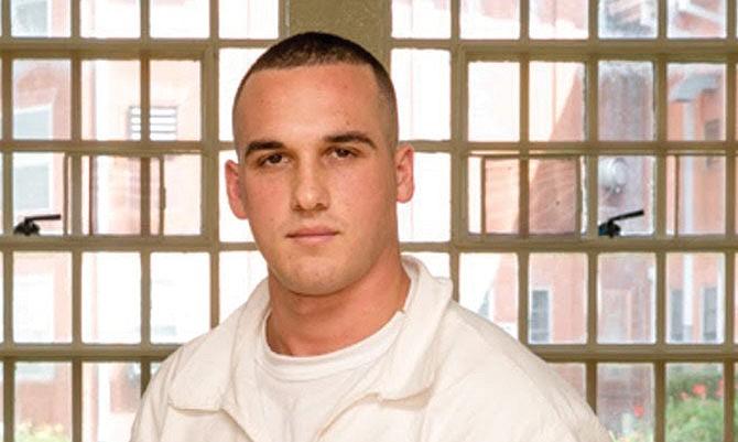 Revocan condena de Greg Kelley