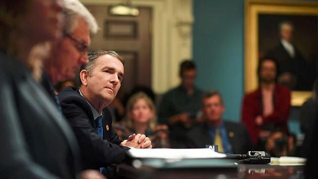LOCALES. El gobernador de Virginia, Ralph Northam (D), celebra una reunión del Gabinete en el Capitolio Estatal el día después de que los demócratas obtuvieron la mayoría en la Asamblea General / Crédito: Matt McClain / The Washington Post