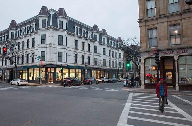 LOCAL. Votantes de Boston rechazaron el martes modificar el cambio de nombre de Dudley Square a Nubian Square / Fotografía: Captura @bostonglobe