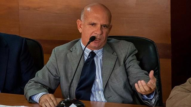 """EXTRADITADO. Durante el mes de octubre, Carvajal hizo confesiones en contra de los regímenes de Chávez y de Maduro. Quien era una pieza clave del chavismo-madurismo, denunció que """"toda Venezuela es una ruta de narcotráfico""""."""