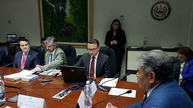 EL SALVADOR. El pasado 4 de octubre, miembros del Comité Olímpico se presentaron a la Comisión de Juventud y Deporte, para discutir la nueva ley